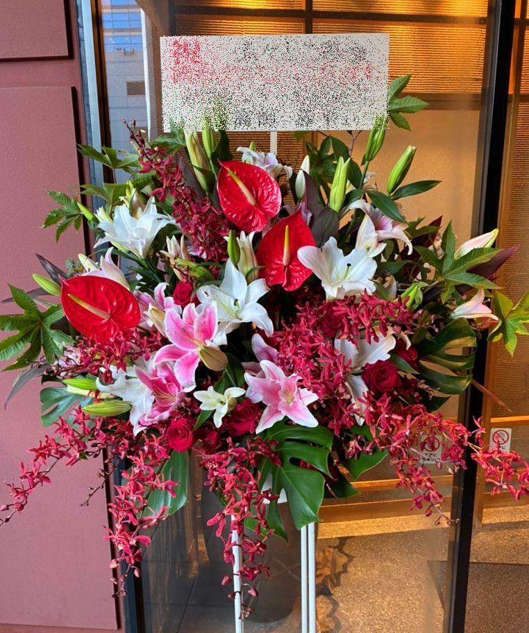 横浜市西区へスタンド花を配達しました。【横浜花屋の花束・スタンド花・胡蝶蘭・バルーン・アレンジメント配達事例819】
