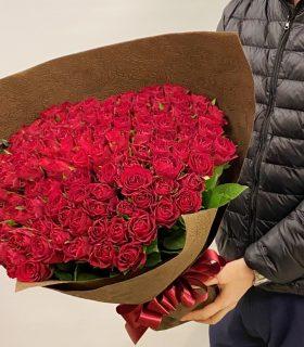 横浜市みなとみらいへバラの花束108本を即日当日配達しました。【横浜花屋の花束・スタンド花・胡蝶蘭・バルーン・アレンジメント配達事例824】