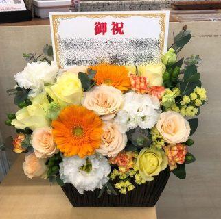 横浜市関内へフラワーアレンジメントを即日当日配達しました。【横浜花屋の花束・スタンド花・胡蝶蘭・バルーン・アレンジメント配達事例826】