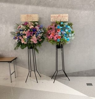 KT Zepp Yokohamaへスタンド花を即日当日配達しました。【横浜花屋の花束・スタンド花・胡蝶蘭・バルーン・アレンジメント配達事例825】