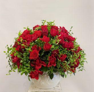 横浜市関内へバラのフラワーアレンジメントを配達しました。【横浜花屋の花束・スタンド花・胡蝶蘭・バルーン・アレンジメント配達事例828】
