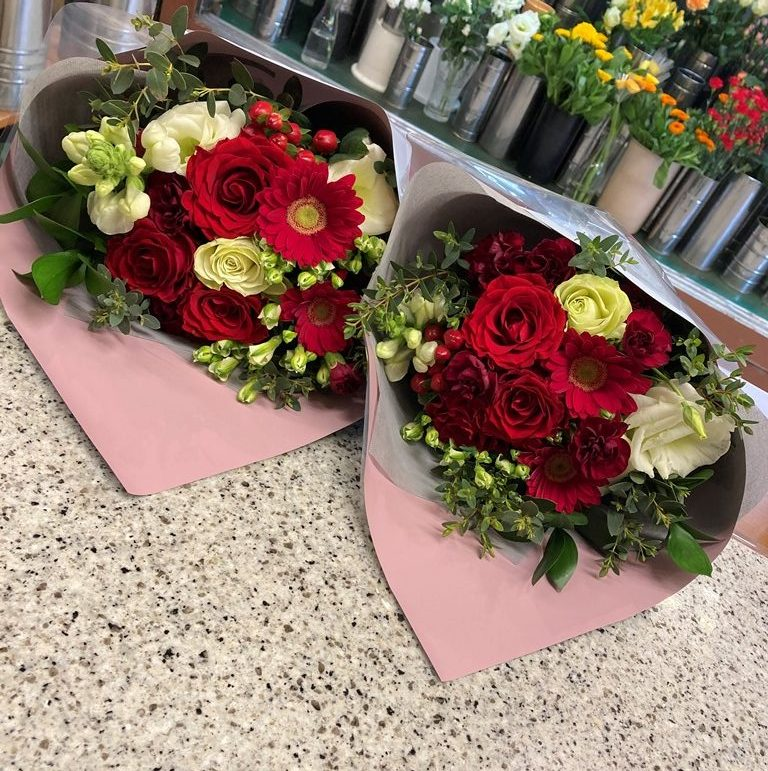 横浜市西区みなとみらいへ花束を即日当日配達しました。【横浜花屋の花束・スタンド花・胡蝶蘭・バルーン・アレンジメント配達事例851】