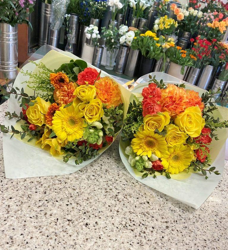 横浜市西区北幸へ花束を即日当日配達しました。【横浜花屋の花束・スタンド花・胡蝶蘭・バルーン・アレンジメント配達事例846】