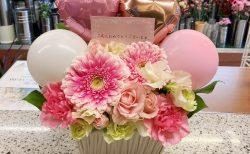 横浜市中区へ成人式祝いのバルーンアレンジメントを配達しました。【横浜花屋の花束・スタンド花・胡蝶蘭・バルーン・アレンジメント配達事例841】