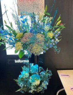 横浜みなとみらいブロンテへスタンド花を配達しました。【横浜花屋の花束・スタンド花・胡蝶蘭・バルーン・アレンジメント配達事例836】