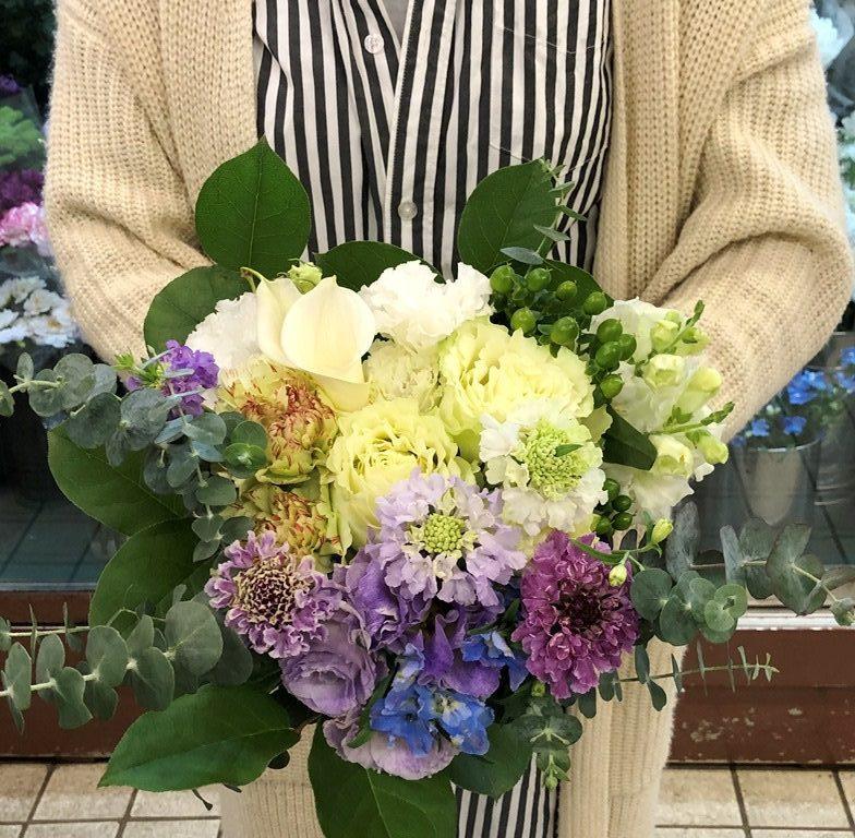 横浜市北仲通へ花束(ブーケタイプ)を即日当日配達しました。【横浜花屋の花束・スタンド花・胡蝶蘭・バルーン・アレンジメント配達事例848】