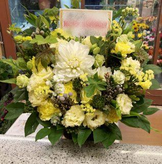 横浜市関内福富町へフラワーアレンジメントを即日当日配達しました。【横浜花屋の花束・スタンド花・胡蝶蘭・バルーン・アレンジメント配達事例844】
