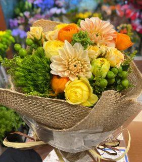 横浜市中区関内へ花束を即日当日配達しました。【横浜花屋の花束・スタンド花・胡蝶蘭・バルーン・アレンジメント配達事例859】