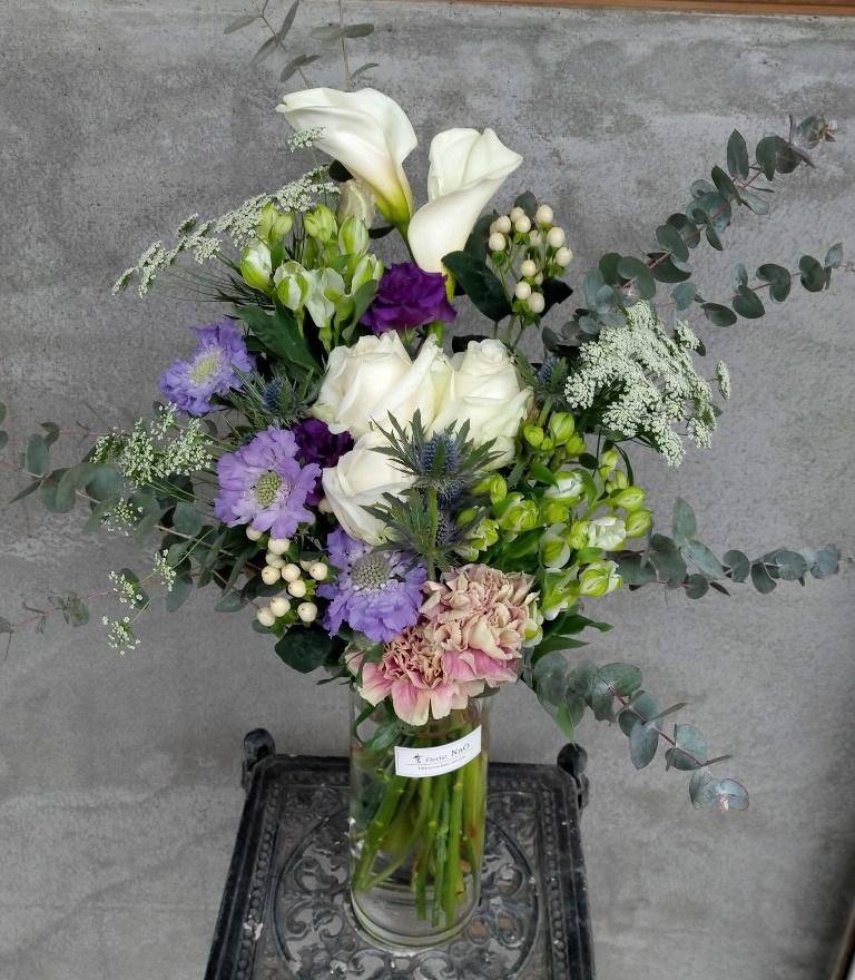 横浜市石川町へ花瓶付き花束を即日当日配達しました。【横浜花屋の花束・スタンド花・胡蝶蘭・バルーン・アレンジメント配達事例865】