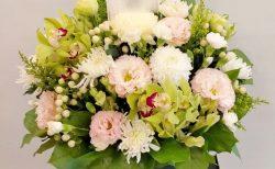 横浜市中区へお供え用のフラワーアレンジメントを配達しました。【横浜花屋の花束・スタンド花・胡蝶蘭・バルーン・アレンジメント配達事例868】