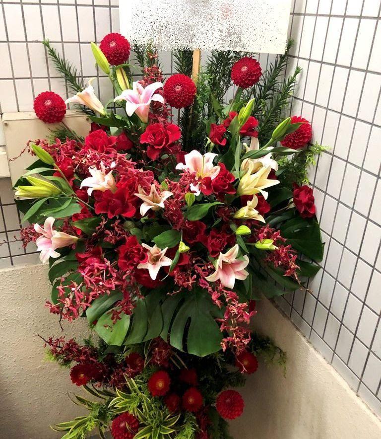 横浜市中区関内へスタンド花を即日当日配達しました。【横浜花屋の花束・スタンド花・胡蝶蘭・バルーン・アレンジメント配達事例860】