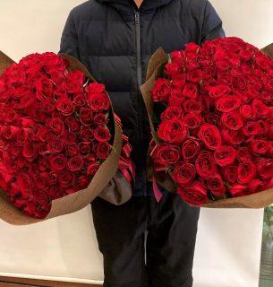 横浜ベイホテル東急へバラの花束108本を2件配達しました。【横浜花屋の花束・スタンド花・胡蝶蘭・バルーン・アレンジメント配達事例864】