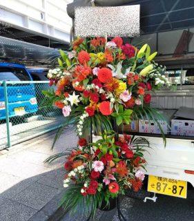 横浜市関内へスタンド花を即日当日配達しました。【横浜花屋の花束・スタンド花・胡蝶蘭・バルーン・アレンジメント配達事例871】