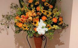 横浜市南幸へスタンド花を配達しました。【横浜花屋の花束・スタンド花・胡蝶蘭・バルーン・アレンジメント配達事例894】