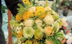 横浜市麦田へ花束を配達しました。【横浜花屋の花束・スタンド花・胡蝶蘭・バルーン・アレンジメント配達事例887】