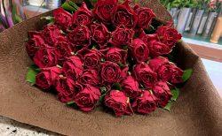 横浜武道館へバラの花束を配達しました。【横浜花屋の花束・スタンド花・胡蝶蘭・バルーン・アレンジメント配達事例912】