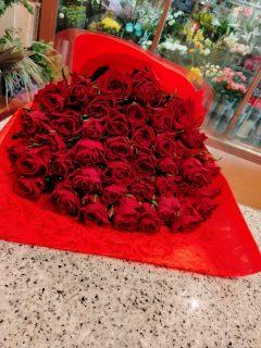 横浜市関内へバラの花束を即日当日配達しました。【横浜花屋の花束・スタンド花・胡蝶蘭・バルーン・アレンジメント配達事例921】
