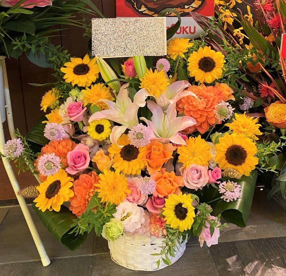 ヒューリックみなとみらい コレットマーレへ配達しました。【横浜花屋の花束・スタンド花・胡蝶蘭・バルーン・アレンジメント配達事例935】