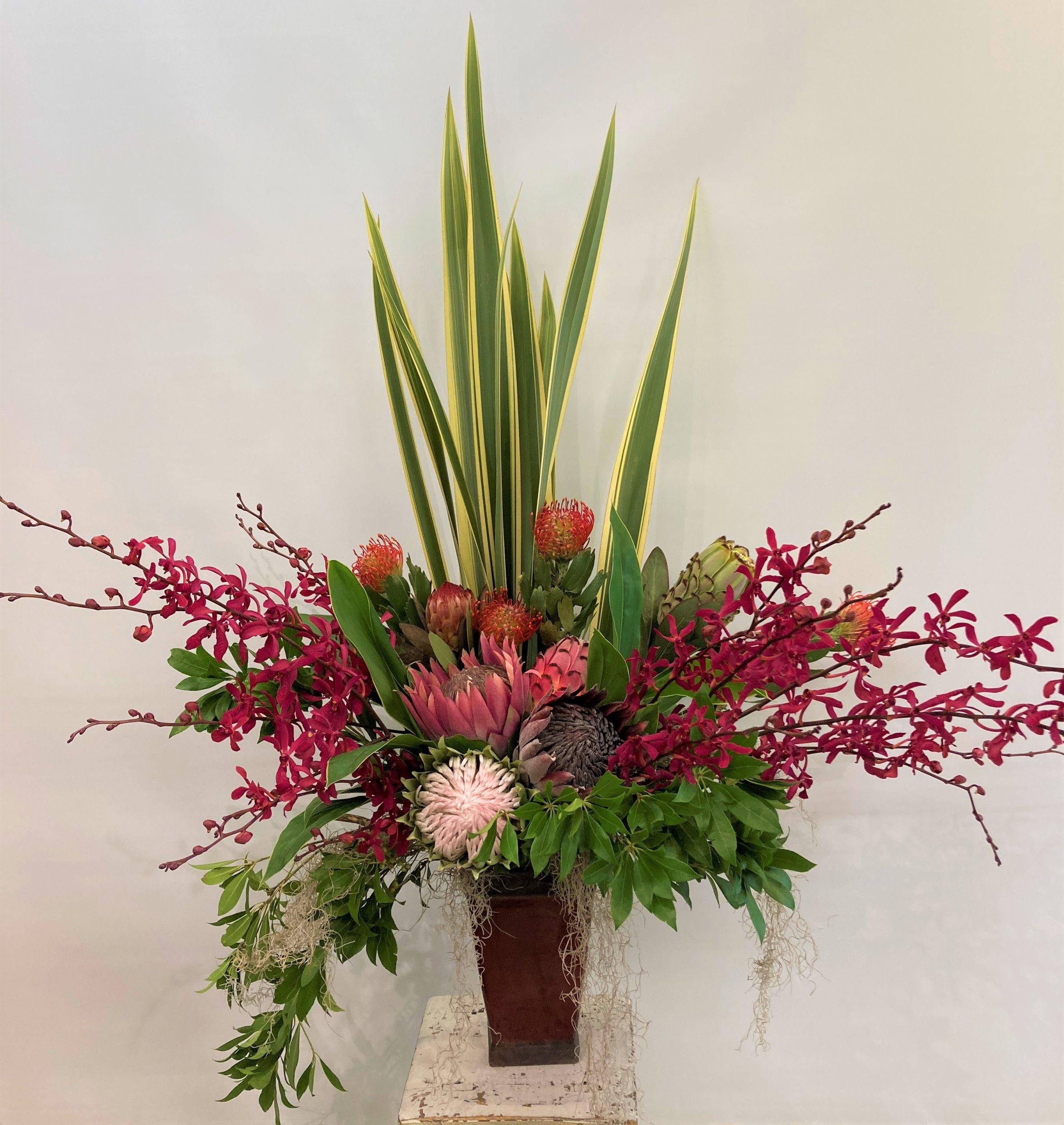 横浜市みなとみらいへ受付花を配達しました。【横浜花屋の花束・スタンド花・胡蝶蘭・バルーン・アレンジメント配達事例938】
