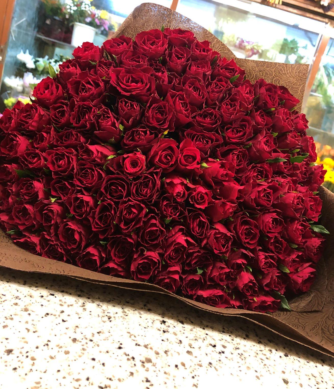 横浜市みなとみらいへバラ108本の花束を配達しました。【横浜花屋の花束・スタンド花・胡蝶蘭・バルーン・アレンジメント配達事例931】