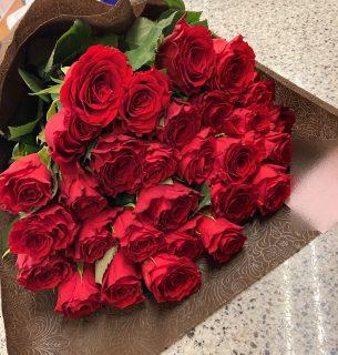 横浜市みなとみらいへバラの花束30本を即日当日配達しました。【横浜花屋の花束・スタンド花・胡蝶蘭・バルーン・アレンジメント配達事例949】