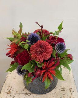 横浜市みなとみらいへ受付花を会社さんへ配達しました。【横浜花屋の花束・スタンド花・胡蝶蘭・バルーン・アレンジメント配達事例943】