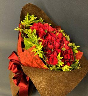 横浜市関内弁天通へバラの花束を配達しました。【横浜花屋の花束・スタンド花・胡蝶蘭・バルーン・アレンジメント配達事例952】