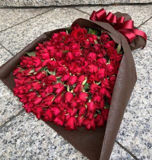 横浜市桜木町へプロポーズ用のバラの花束108本を即日当日配達しました。【横浜花屋の花束・スタンド花・胡蝶蘭・バルーン・アレンジメント配達事例963】