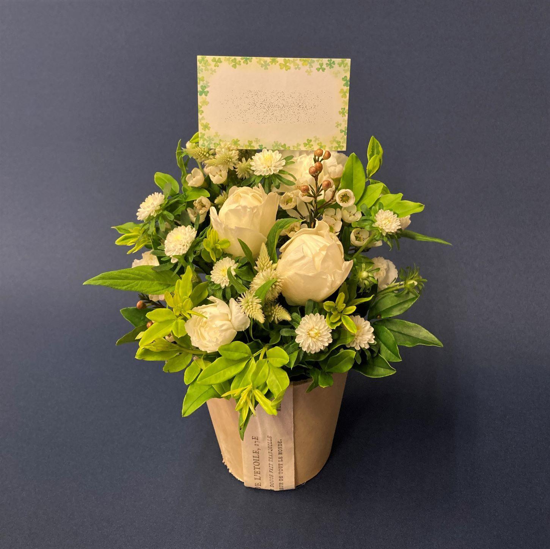 横浜市関内へフラワーアレンジメントを配達しました。【横浜花屋の花束・スタンド花・胡蝶蘭・バルーン・アレンジメント配達事例955】