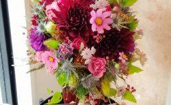 横浜市中区柏葉に受付花を即日当日配達しました。【横浜花屋の花束・スタンド花・胡蝶蘭・バルーン・アレンジメント配達事例972】